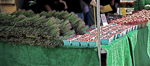 Asparagus and strawberries at the farmer's market